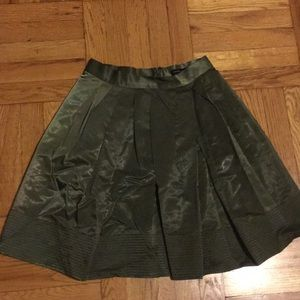 Olive color skits with pockets like new